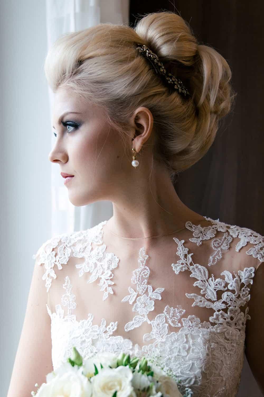Perfektes Styling von Brautstylistin