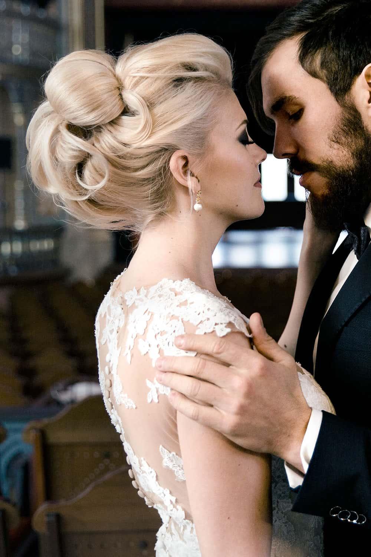 Braut mit perfekter Brautfrisur
